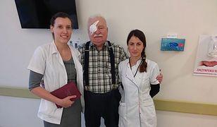 Lech Wałęsa już po operacji. W szpitalu zrobił sobie zdjęcia