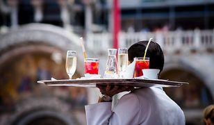 Napiwki na wczasach - zasady w najbardziej popularnych krajach