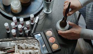 Kosmetyki do makijażu z dużym spadkiem sprzedaży. Przez koronawirusa nie są już tak potrzebne 8644795f 7683 4e48 bb45 3c01ffc21b00