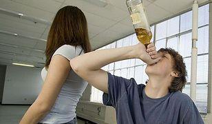 połączyć się z pijaną dziewczyną