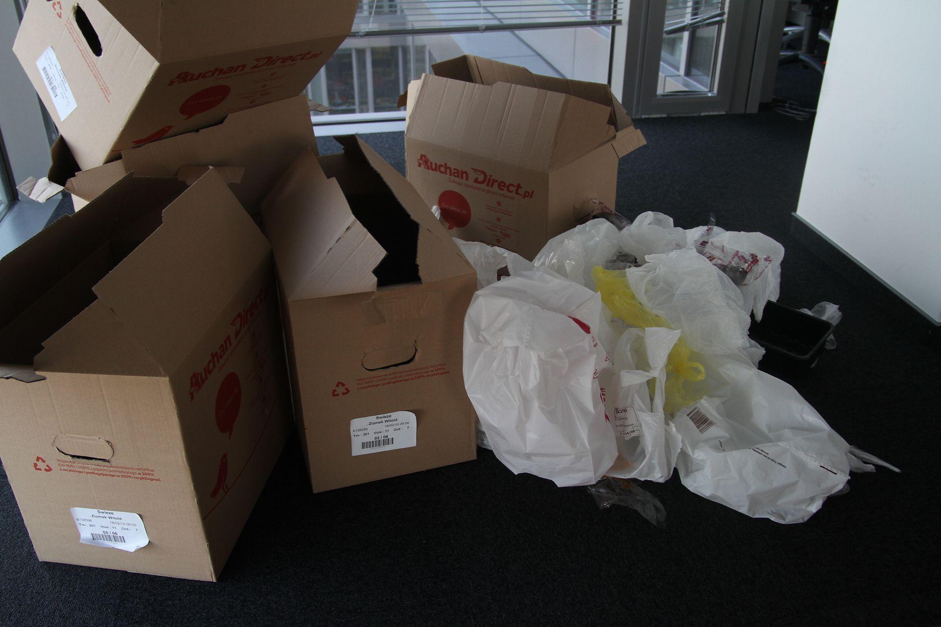 tyle śmieci zostało po rozpakowaniu zakupów.