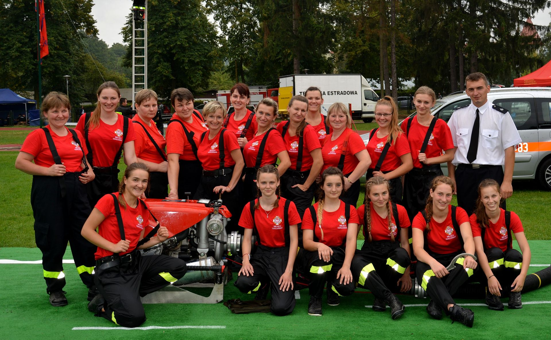 Kobieca drużyna strażacka OSP.