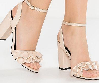 2b225f82b5c51 Najładniejsze beżowe buty na lato - naturalność to podstawa