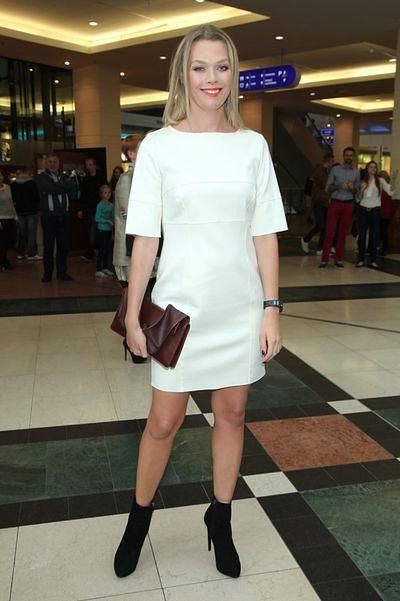 052e1a1f72 Jak nosić małą białą  - WP Kobieta