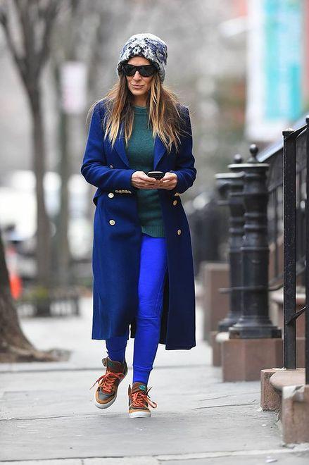 49bd522d8d Moda na kolorowe sneakersy. Jak noszą je gwiazdy  - WP Kobieta