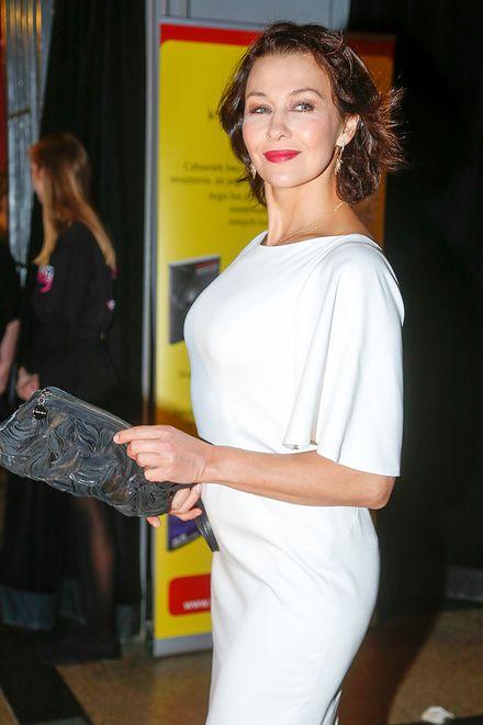 Klasyczna elegancja Anna Popek w bieli i czerwieni WP