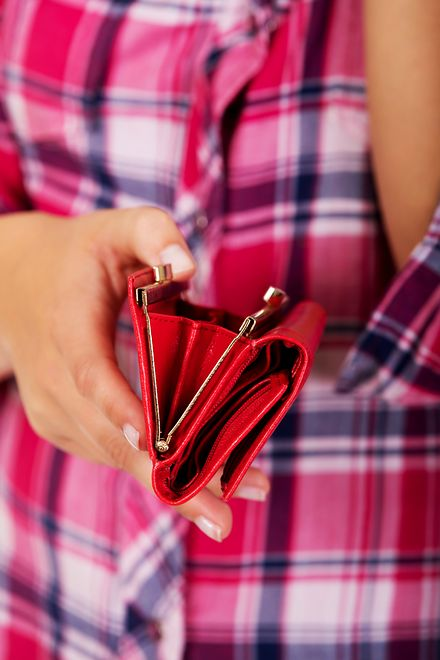 74e0c964f3e56 Lakierowany portfel z czerwonej skóry – przegląd inspiracji - WP Kobieta