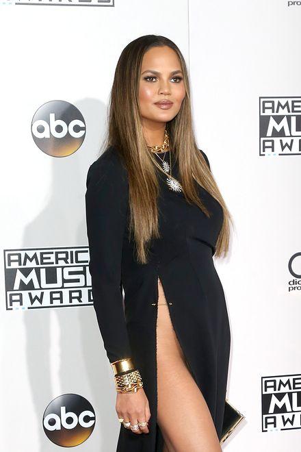 d72e3d953ff371 Chrissy Teigen bez majtek na American Music Awards 2016 - WP Gwiazdy