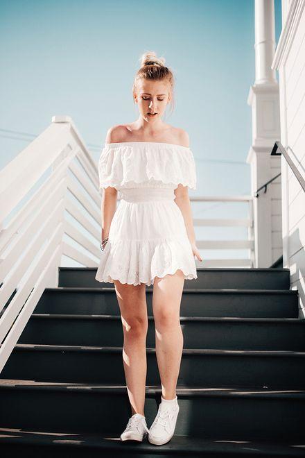 Biała sukienka na różne okazje. Lepsza od małej czarnej WP