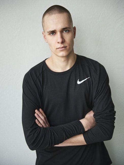 Mikołaj Krajewski Model I Koszykarz Który Mieni Się Dziwakiem