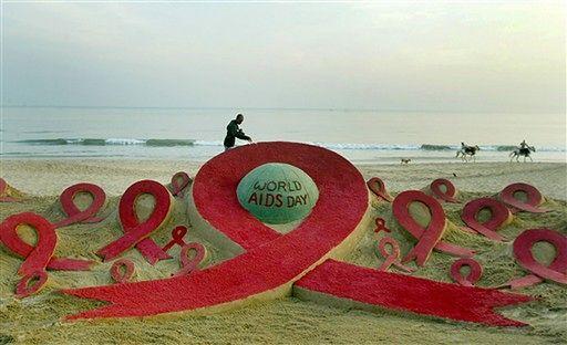 Piaskowa Rzeźba Stworzona Z Okazji Dnia Walki Z Aids Przez