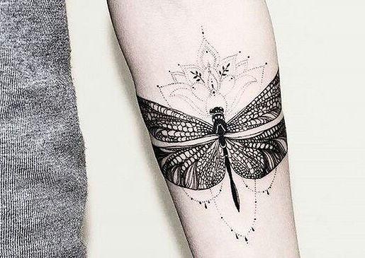 Tatuaż Ważka Motyl Czy Kwiaty Wzory Tatuaży Inspirowane Przyrodą