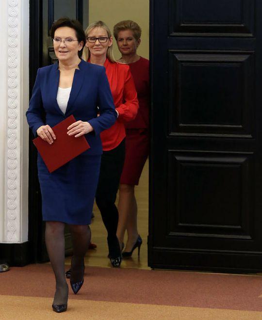 ef5d2dd716355 Premier Ewa Kopacz, rzecznik rządu Iwona Sulik oraz nowa pełnomocnik rządu  ds. projektu ustawy
