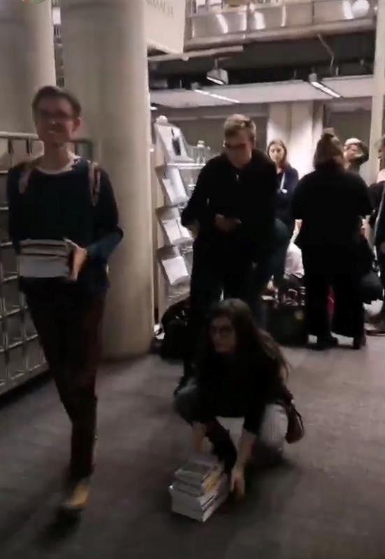 UW zamyka bibliotekę.