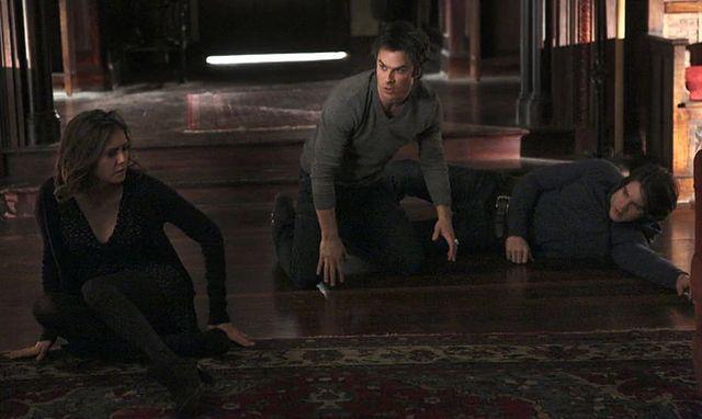 pamiętniki wampirów, kiedy Elena zaczyna umawiać się z Damonem