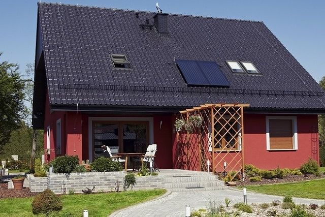 Ceglastoczerwona Elewacja I Grafitowa Dachowka Wp Dom