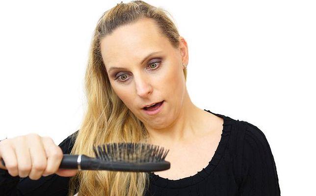 sezonowe wypadanie włosów wiosna