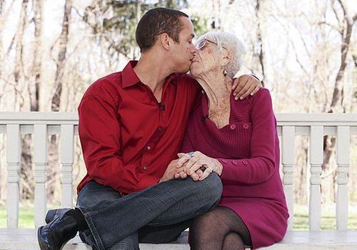 31-letni facet spotyka 91-letnią kobietę