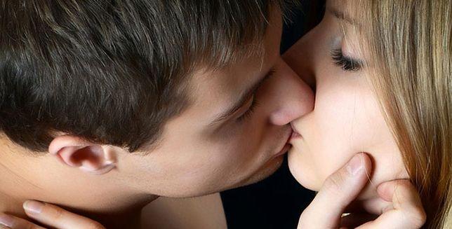 Jak połączyć się z pocałunkiem faceta