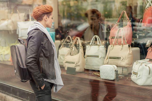 4df5364382d2e Kup torebkę i wygraj staż. Fala krytyki po kampanii firmy we Włoszech