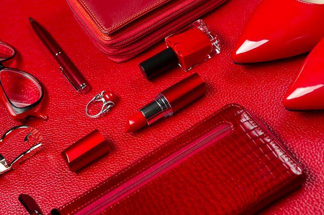 244788825d958 Lakierowany portfel z czerwonej skóry – przegląd inspiracji - WP Kobieta