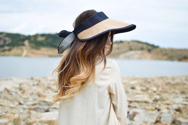 Refleksy Na Włosach Jak Zrobić Naturalne Blond Pasemka Na Włosach
