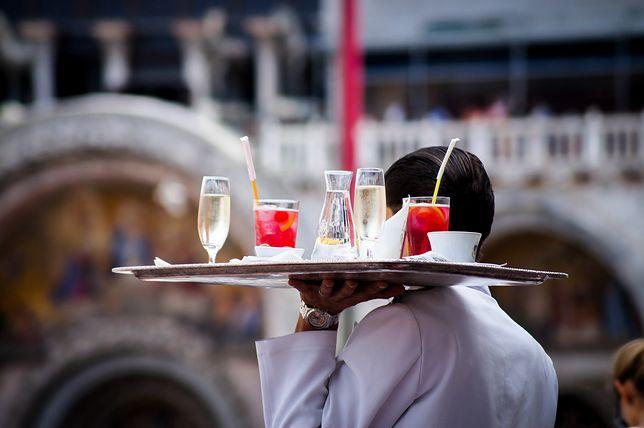 Napiwki najczęściej wręcza się w restauracjach, kawiarniach i barach, ale nie tylko.