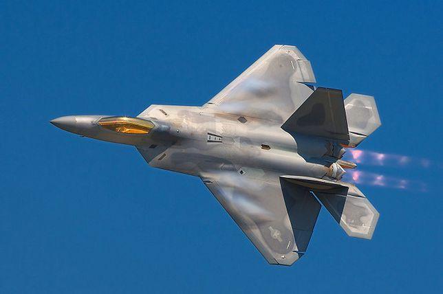 Znalezione obrazy dla zapytania: F-22