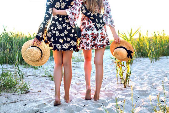 1ac4648055 Kobiece sukienki do 70 złotych. Idealne na letnie upały i różne okazje