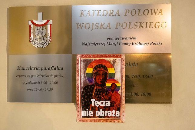 Matka Boska Tęczowa Nocna Akcja W Warszawie Plakaty Na
