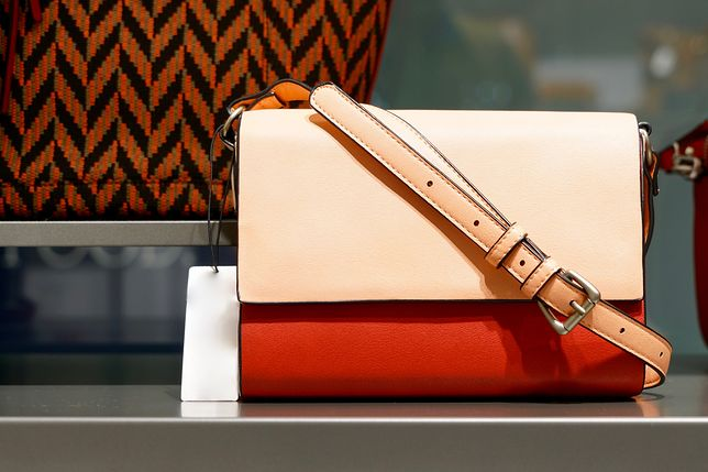 db885a74edd57 Najpiękniejsze damskie torebki do płaszcza — przegląd propozycji ...