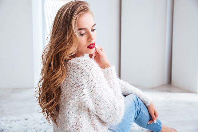 9dacc95643 Przegląd kobiecych sweterków na wiosnę. Ceny zaczynają się już od 38 złotych