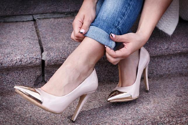 d51c8041a7e1d Wysokie szpilki, zgrabne botki lub kozaczki to obuwie, które pomoże  wysmuklić wizualnie nogi