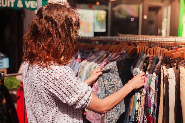 7452c1bb7a Raz w miesiącu nowy ciuch. Polacy lubią kupować ubrania - WP Finanse