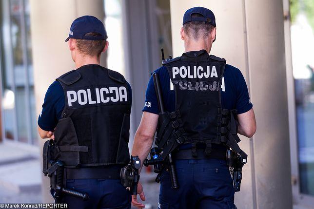Policjanci Nie Mogą Wkładać Rąk Do Spodni Komendant Główny