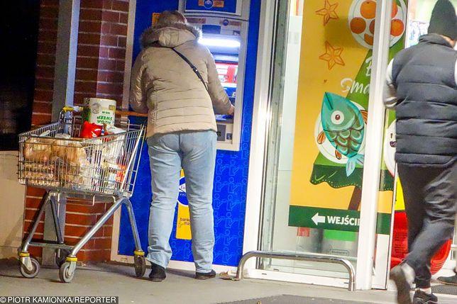 W okresie świątecznym sklepy działają w innych niż zwykle godzinach