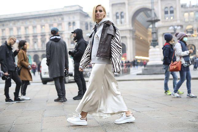 b47cacb2 Jak nosić długą spódnicę zimą? Ten trend urozmaici twoje stylizacje ...