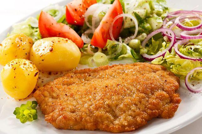 Znalezione obrazy dla zapytania obiad ziemniaki z kotletem