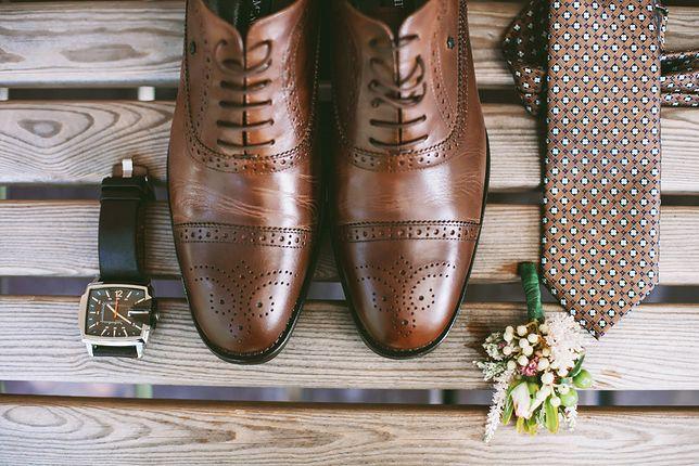69a67d32c1662 Wizytowe buty męskie często różnią detalami, np. zdobieniami lub sposobem  szycia