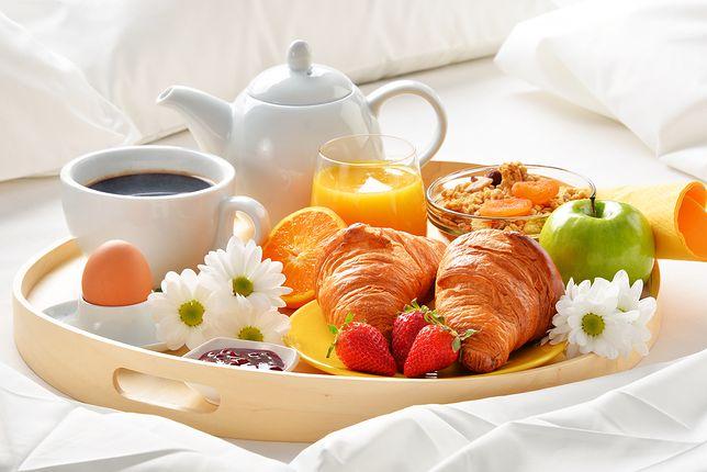 Romantyczne śniadanie W Odpowiedniej Oprawie Dodatki Które