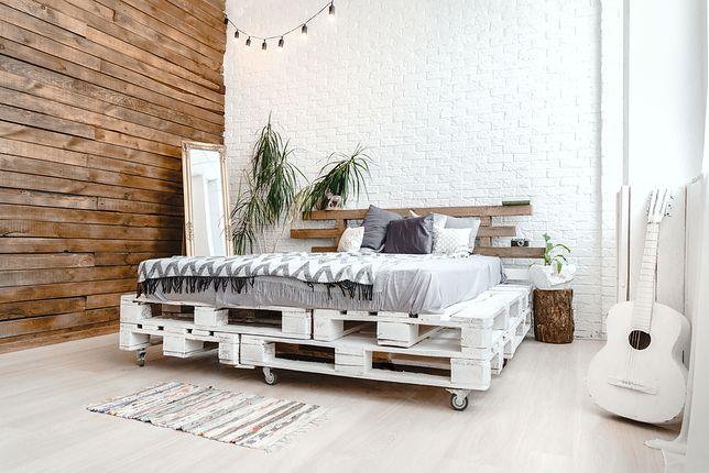 Łóżko z palet - skandynawska prostota w sypialni - WP Dom