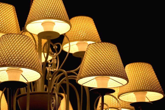 które lampy sufitowe dają dużo światła