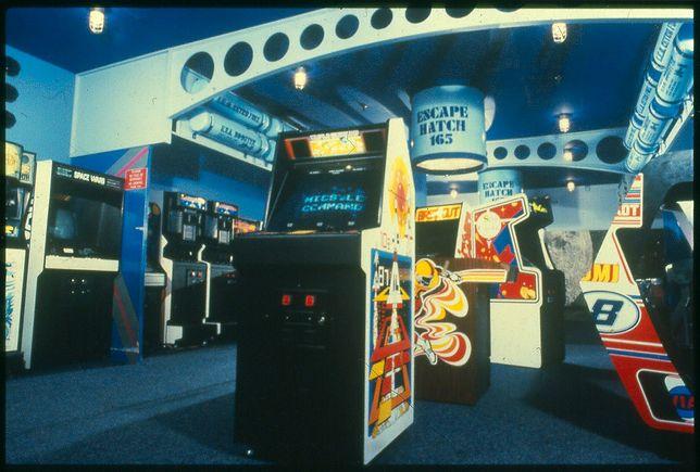 Poważnie Automaty w naszym baraku - historia salonów gier - WP Gry HI51