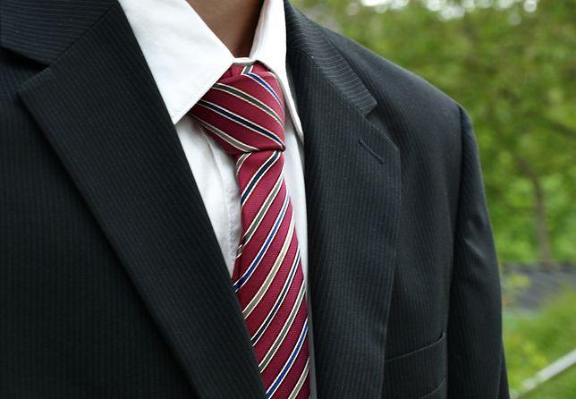 Usuwanie plam i zabrudzeń - Krawat