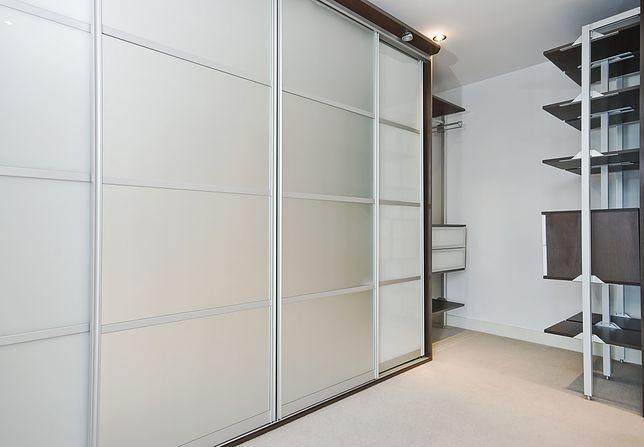 Tylko na zewnątrz Szafa wnękowa zamiast garderoby - WP Dom PB62