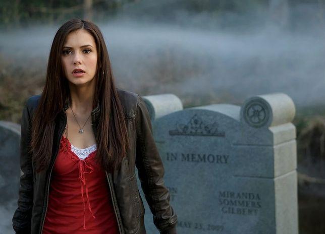kiedy Elena i Damon po raz pierwszy zaczynają się spotykać azjatyckie randki Manila