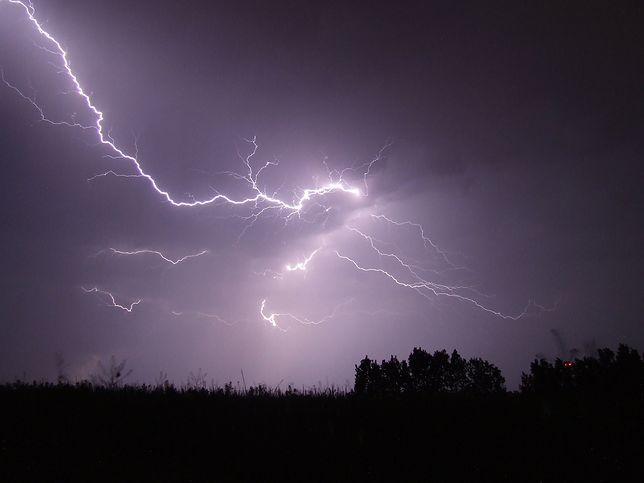 """Gdzie jest burza? Ostrzeżenia IMGW przed burzami i gradem. """"Alert RCB"""" - co to?"""