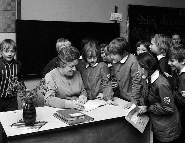 Znalezione obrazy dla zapytania szkoła w prl