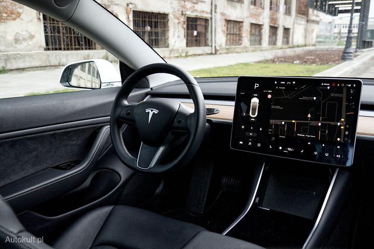 Ulepszony autopilot dostępny jest nawet w Tesli Model 3