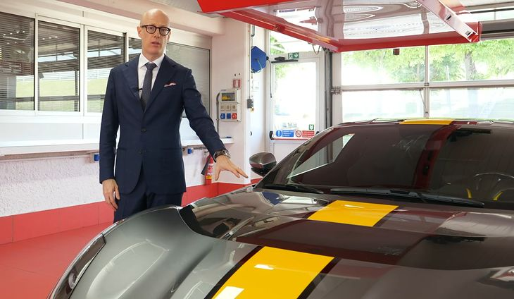 Michael Leiters i Ferrari 812 Competizione